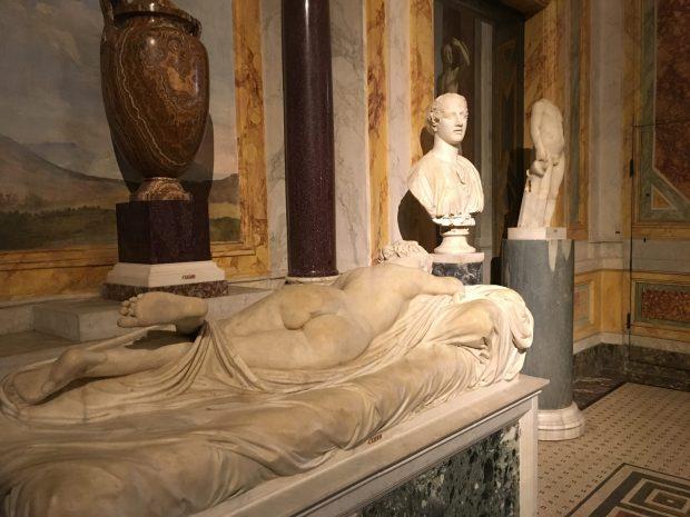Salle V de l'Hermaphrodite : L'Hermaphrodite endormi