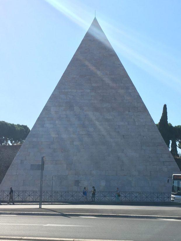 Pyramide de Caio Cestio
